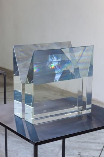 Václav Cigler, Michal Motyčka, Hranoly - náruč, 2018, optické sklo, 34 × 34 × 20 cm