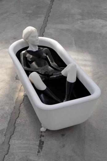 Koupel, 2012-2015, ABS plast a polyesterová pryskyřice, výška 78 cm